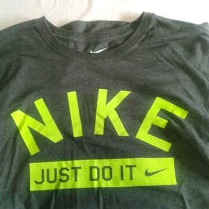 Nike short sleeve t-shirt size men's small